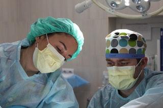 A plasztikai sebészet pro és kontra